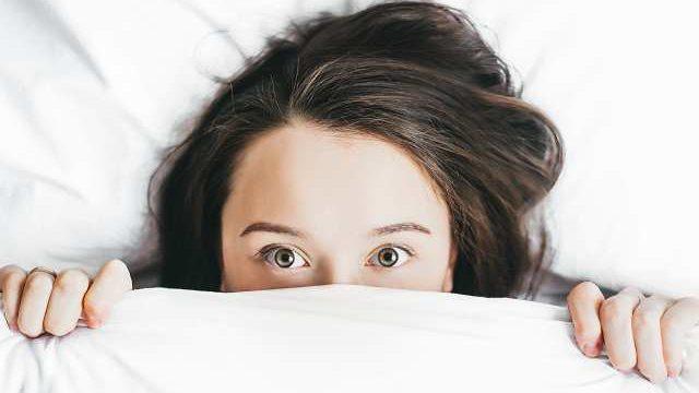 夜シャンしたのに翌朝に頭皮が臭うなら皮脂バランスに注目しようの表紙画像