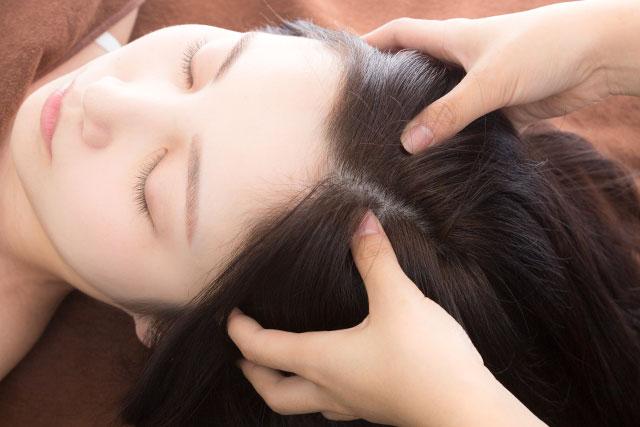 髪のうねりが気になるときの頭皮のケア術