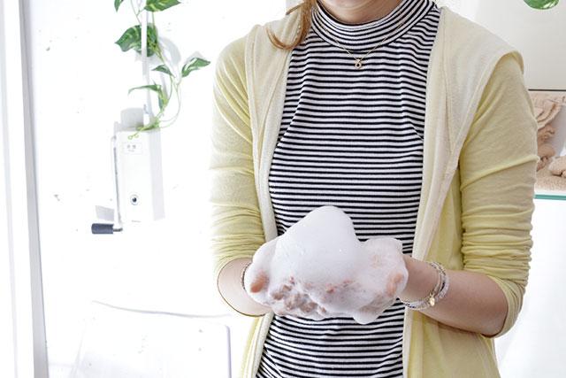 泡立たないノンシリコンシャンプーの泡立ちをよくする方法。