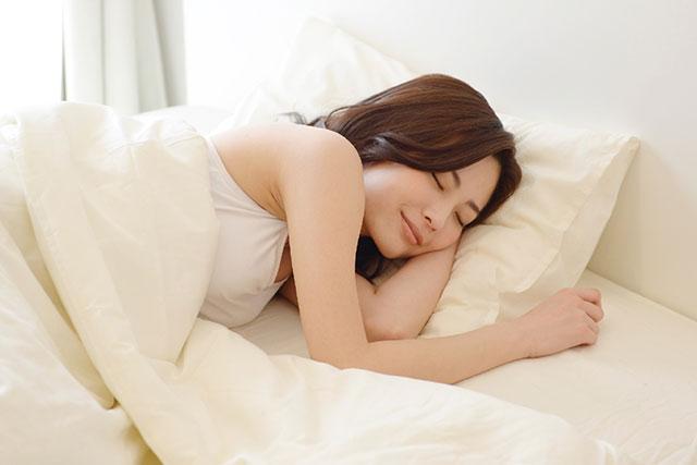 「睡眠不足や質の悪い睡眠」がきれいな髪の成長を妨げてしまう!