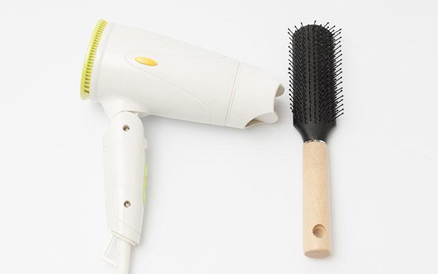 片方だけ髪がはねるときは根元を伸ばすブローテクを使って!